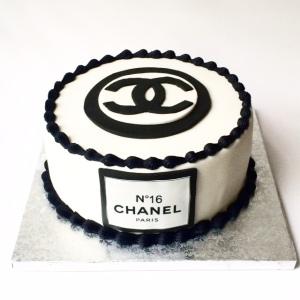 Tarta Chanel no 16